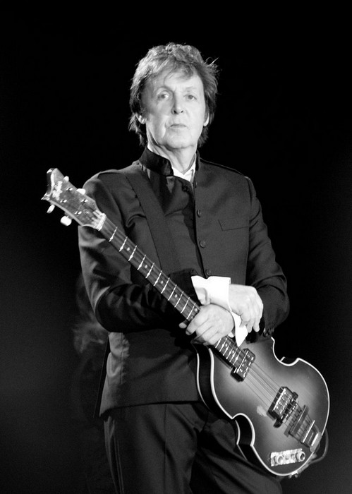 04 Paul McCartney black and white 2010 m